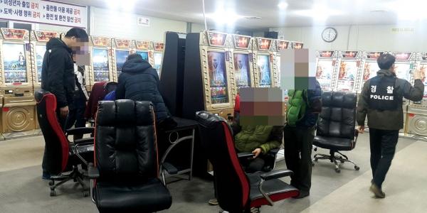전남경찰청의 불법 사행성 게임장 단속 모습 ⓒ 연합뉴스